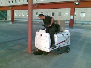 st service impresa di pulizie ampi spazi commerciali